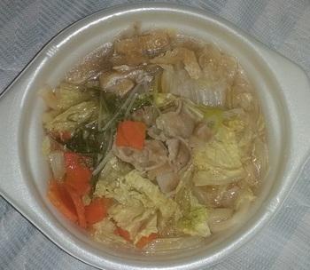 セブンイレブン 豚肉と野菜の鍋うどん.jpg